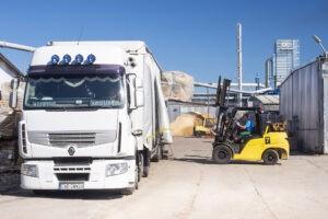 transport tarcicy - ładowanie tira