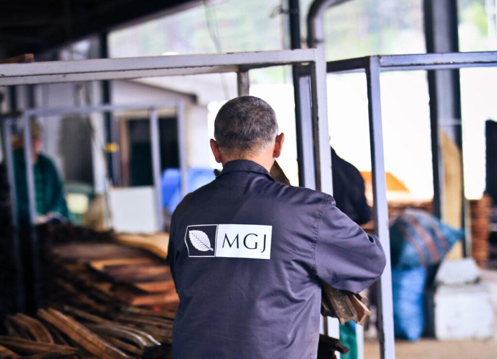 nowe logo MGJ na bluzie roboczej